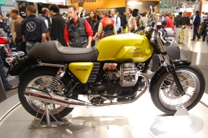 This is the V7 Cafe Classic unveiled in Milan at EICMA. Of course this bike needs clip-ons.